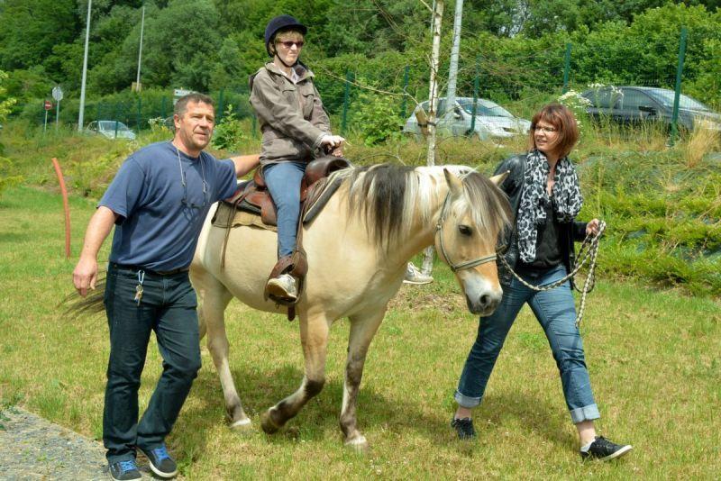 à cheval...