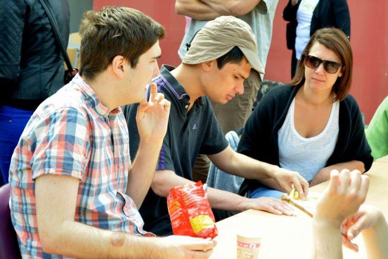 Julian, Charlie et Lise